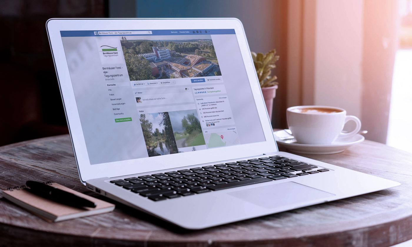 Ansicht des Facebook-Accounts des Bernhäuser Forst auf Laptop